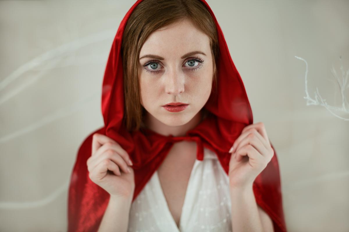 Red & White - rozpravkovy portret